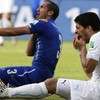 Footballers Suárez and Chiellini after the biting incident (EPA)